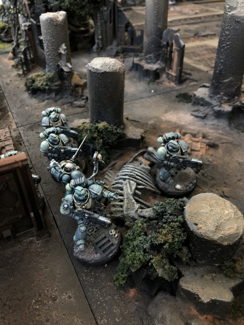 A group of Alpha Legionaires make it trough one of the Holloways on Lintear